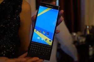 Cận cảnh BlackBerry 'khoác áo' Android vừa về Việt Nam