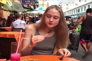Hoa hậu ăn 10 con bọ cạp trong chưa đầy 2 phút