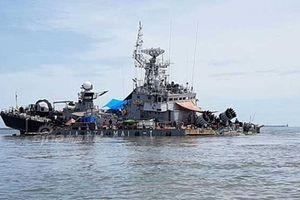 Tàu săn ngầm Indonesia suýt chìm sau khi đâm 'vật thể lạ'
