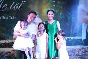 Vợ Việt Hoàn khẳng định yêu chồng hơn khi lấn sân ca hát