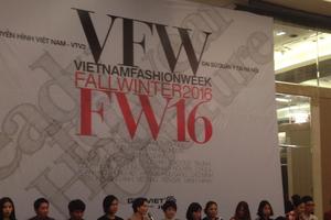 Sắc màu Á - Âu tại Tuần lễ Thời trang Thu Đông Việt Nam