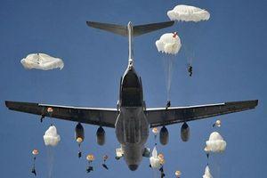 Clip 1.000 lính dù Nga xuất kích từ máy bay Ilyushin Il-76