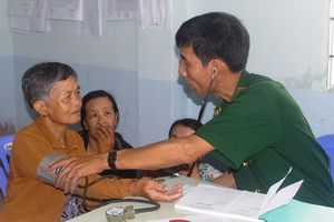 BĐBP Cà Mau khám bệnh, cấp thuốc cho đối tượng chính sách