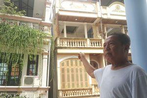 Nhà 4 tầng nghiêng 30 độ sập bất cứ lúc nào ở Hà Nội