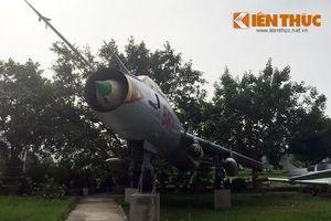 Sờ tận tay 'đôi cánh ma thuật' Su-22M giữa Hà Nội