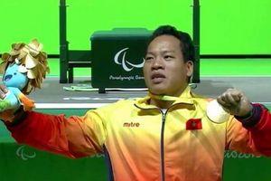 Bộ trưởng Nguyễn Ngọc Thiện chúc mừng HCV Paralympic Lê Văn Công