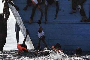 Ám ảnh thời khắc lật thuyền chở dân di cư