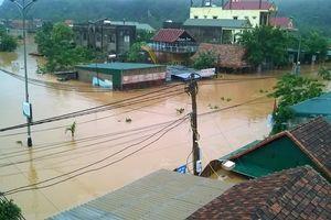 Mưa lũ khiến Quảng Bình, Hà Tĩnh thiệt hại nghiêm trọng, giao thông tê liệt