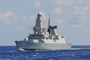 Tường tận siêu hạm Anh bám riết tàu sân bay Nga