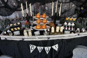 10 gợi ý trang trí bàn tiệc Halloween rùng rợn nhất
