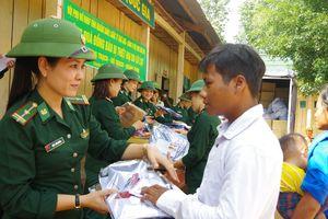 Quảng Bình: Tặng 600 suất quà cho xã biên giới Thượng Trạch