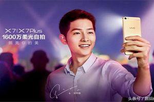 Loạt hình ảnh quảng cáo điện thoại siêu ấn tượng trên phim Hàn