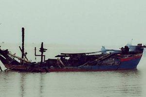 Tàu cá của ngư dân Thanh Hóa bị cháy rụi khi đang neo đậu