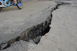Vết nứt dài 40 m ở huyện Nhà Bè
