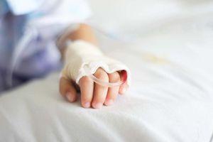 Đình chỉ 5 cán bộ y tế vụ bệnh nhi tử vong sau tiêm kháng sinh