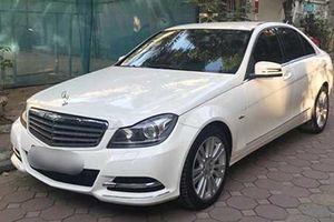 Xe sang Mercedes-Benz C250 giá chỉ 730 triệu tại Hà Nội