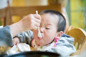 Con suy dinh dưỡng vì cha mẹ lạm dụng nước hầm xương