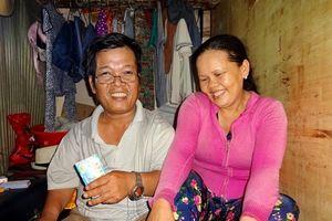 Mối tình của 'chàng lùn' bán vé số và nàng Tuyết giữa Sài Gòn