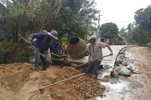 Doanh nghiệp chi 300 triệu đồng đổ bê tông giúp dân ngày Tết