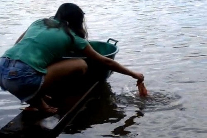 Màn câu cá ăn thịt người 'siêu độc' của thiếu nữ Brazil