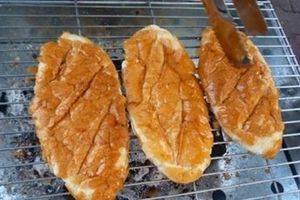 Mẹo lấy cao răng bằng bánh mì cháy