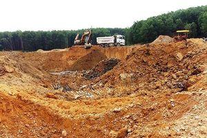 Huế: Doanh nghiệp ngang nhiên 'đào trộm' đất đi bán giữa ban ngày