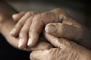 Tê tay: Dấu hiệu cảnh báo cơ thể đang gặp vấn đề