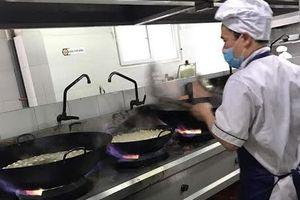 Trường Đoàn Thị Điểm Ecopark: Bếp có chảo dầu đen là từ năm 2016