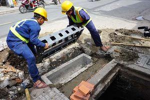 Sài Gòn lắp hàng trăm miệng cống thông minh ngăn mùi hôi, chống ngập