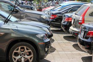 Ở thành phố sắm ô tô: Khổ trăm bề