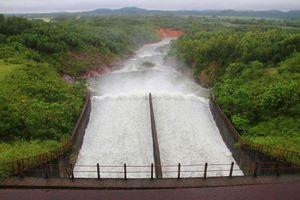 Hồ Kẻ Gỗ ở tỉnh Hà Tĩnh bắt đầu xả nước về hạ du