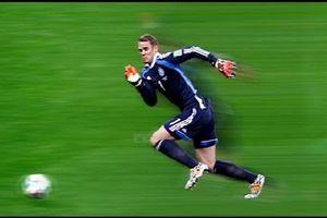 Thót tim 7 tình huống tham gia tấn công của thủ môn