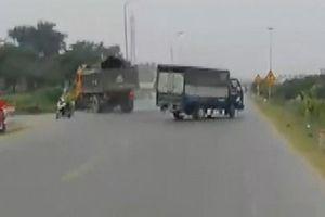 Xe ben phanh cháy lốp để tránh xe tải sang đường