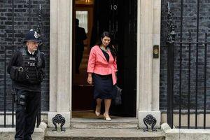 Bộ trưởng Anh bị đòi từ chức vì gây hại cho đất nước