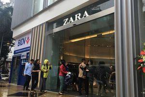 Cửa hàng Zara đầu tiên ở Hà Nội vắng khách trong ngày khai trương