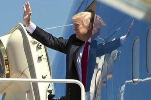 Cận cảnh chiếc máy bay 'hàng khủng' đưa Tổng thống Donald Trump đến Việt Nam