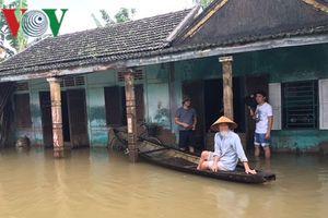 Vùng trũng huyện Quảng Điền vẫn còn 700 hộ dân bị chia cắt