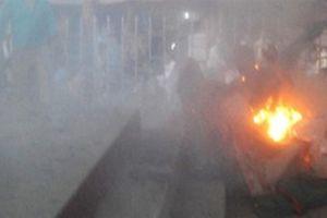 Người đàn ông nghi vấn tẩm xăng tự đốt cháy trong đêm