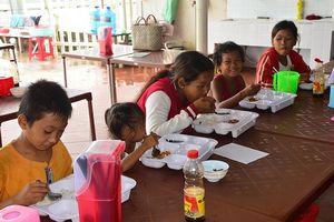 Thêm quán cơm 2.000 đồng ấm lòng người nghèo