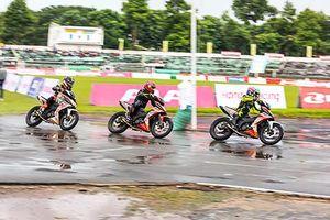Dân chơi xe máy Honda đội mưa, 'đua nóng' tại Đồng Tháp