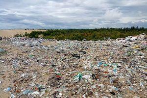 Quảng Bình: Khốn khổ vì bãi rác nằm sát khu dân cư