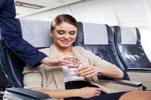 Tại sao không nên làm 11 điều này trên máy bay?