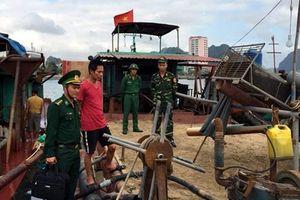 Quảng Ninh: Bắt hàng loạt tàu cát và phụ gia xi măng trái phép