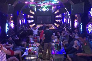 Bí ẩn bên trong những 'động lắc' của dân chơi núp bóng quán karaoke