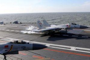 Trung Quốc dùng máy bay tiêm kích cũ trên tàu sân bay hiện đại