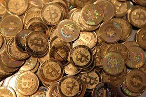 Đồng tiền ảo Bitcoin vận động trong thế giới sử dụng tiền thật