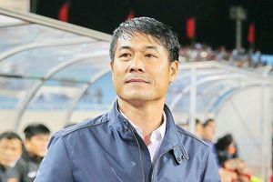 HLV Hữu Thắng cùng 3 huấn luyện viên Nghệ An nhận bằng AFC Pro