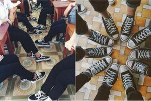 Học sinh Việt rộ 'mốt' mua giày dép làm đồng phục lớp