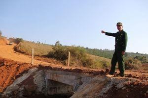 Cựu chiến binh bỏ tiền tỷ làm đường, xây cầu cho dân đi