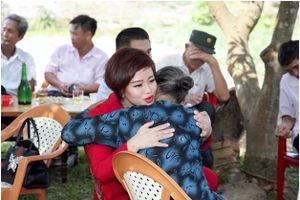 Gặp lại người giúp xóa nợ ngân hàng cho bà chèo đò cứu 34 người tại Hà Tĩnh